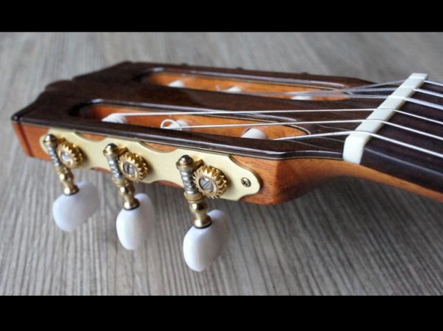 *雅典樂器世界* 佐藤C-1100 古典吉他 白金錄音室 測試報告 摘自:白金唱片製作人